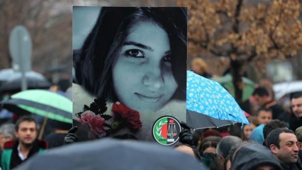 Зґвалтування та вбивство дівчини спровокувало масові твіттер-протести у Туреччині