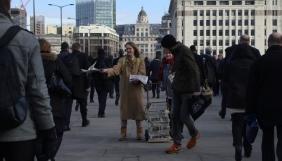 У Лондоні художниця розповсюджувала саморобні копії The Guardian