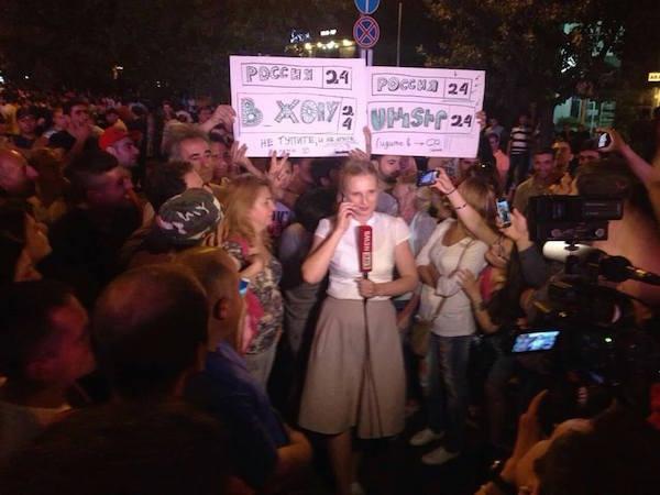 В Єревані вигнали з площі російський канал «Звезда» і в прямому ефірі послали «Росію 24»