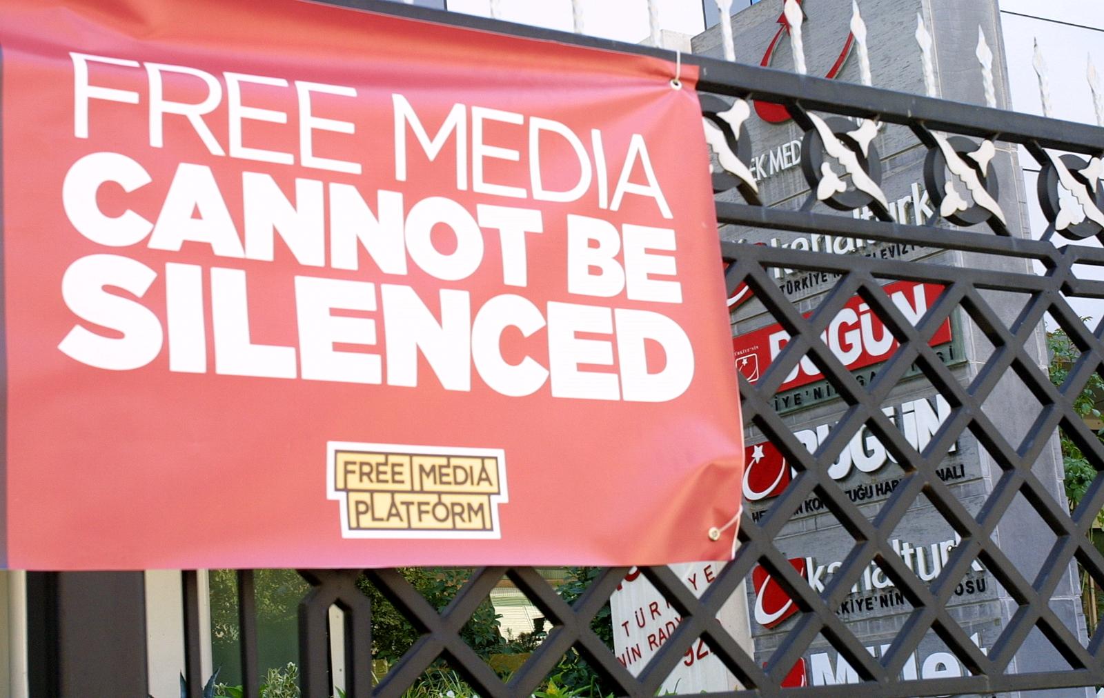 Опозиційна партія Туреччини створює комісію, щоби контролювати наступ на ЗМІ в країні