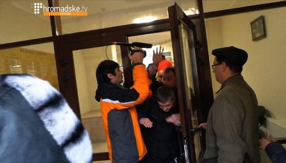У Полтаві під штабом кандидата в мери перешкоджали журналісту місцевого «Громадського»