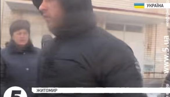 Під час конфлікту на кондфабриці у Житомирі стався напад на знімальну групу 5-го каналу