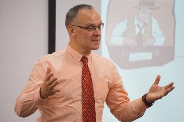 «Пишучи про переселенців, треба шукати унікальність кожної історії», —  британський тренер Марек Бекерман