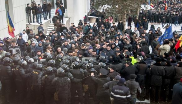 Журналістів російських РЕН ТВ та LifeNews депортували з Молдови