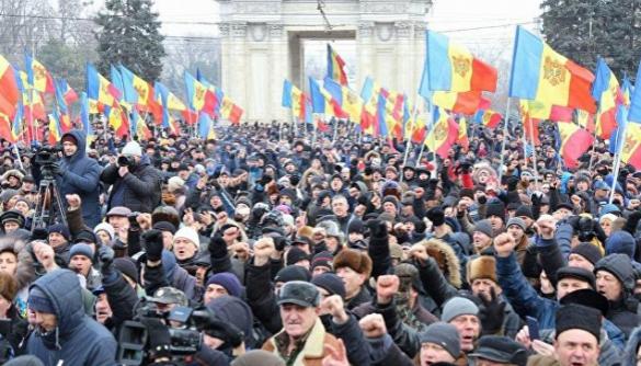 У Кишиневі демонстранти пікетують громадське телебачення «Молдова 1»