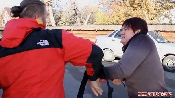 У Житомирі слідчі передали до суду справу власниці готелю, що напала на журналістів
