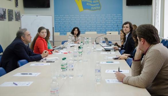 Для реформи журналістської освіти потрібна комунікація між викладачами та медіаіндустрією – експерти