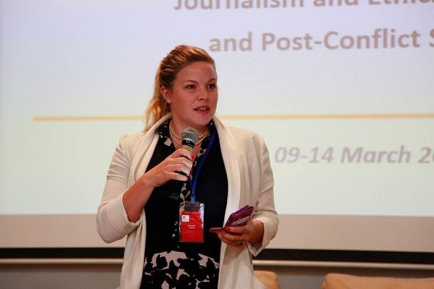П'ять головних дилем журналіста в зоні військових дій: поради новозеландської репортерки Емми Білз