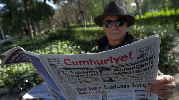 Турецьких журналістів на два роки позбавлять волі через передрук карикатур із Charlie Hebdo