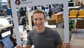 Марк Цукерберг остерігається хакерів та заклеює свою веб-камеру скотчем
