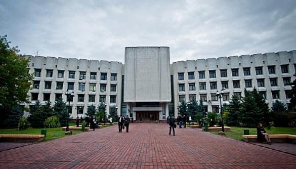 Студенти київського Інституту журналістики вважають безпідставним звільнення двох викладачів