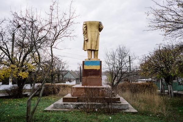 Фотополювання на знесених Леніних: допоможіть знайти!