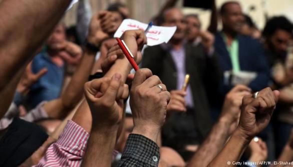 У Єгипті голову спілки журналістів засудили до двох років позбавлення волі