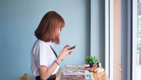 Cоцмережі підсилюють почуття самотності — американські психологи