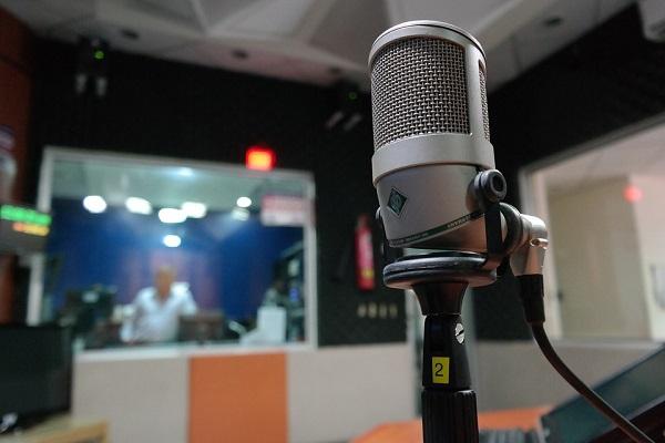 Один день на «Радіо Ера»: чого хоче Ляшко, «німецька карта» для Донбасу і страуси — «це не тільки…»