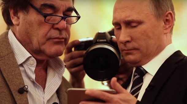 Путін показав Оліверу Стоуну відео з російською авіацією, хоча насправді це був ролик з американського гелікоптера