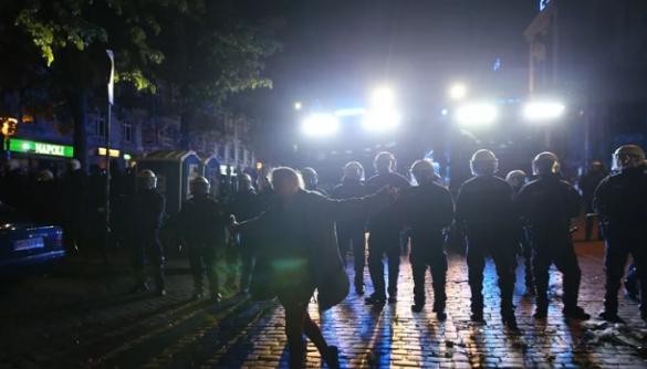 У Німеччині поліція провела 36 обшуків через повідомлення з погрозами у Facebook