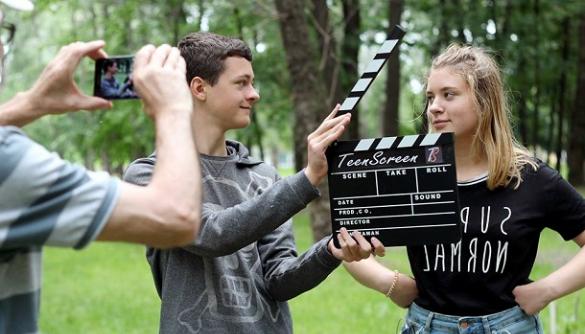 Проект Teen Screen: як школярів навчають у студії англомовної журналістики