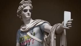 Фотограф «одягнув» скульптури Лувру як хіпстерів