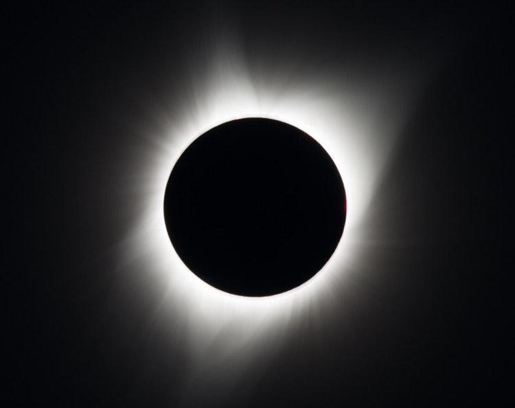 NASA опублікувало фотографії повного сонячного затемнення