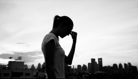 Чи повинні журналісти висвітлювати випадки самогубств? Аналіз психолога