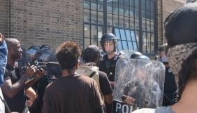 Поліцейських у Сент-Луїсі змусять раз на місяць перечитувати права журналістів
