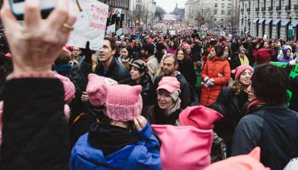 Словник Merriam-Webster обрав словом року «фемінізм»