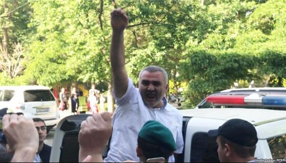 В Азербайджані журналіста-розслідувача засудили до 6 років позбавлення волі