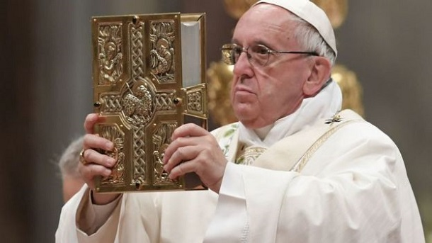 Папа Франциск назвав поширення фейків «зміїною тактикою»