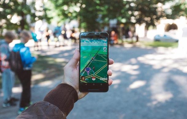 Вчені винайшли технологію, яка розпізнає, хто тримає смартфон — дорослий чи дитина