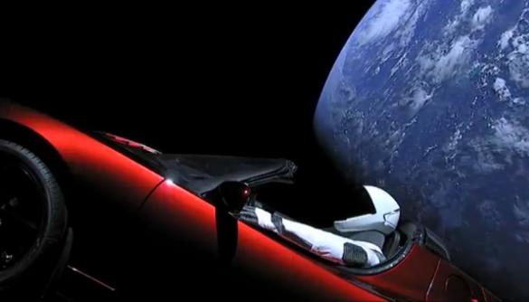 Інженер створив додаток, в якому можна стежити за польотом Tesla в космосі