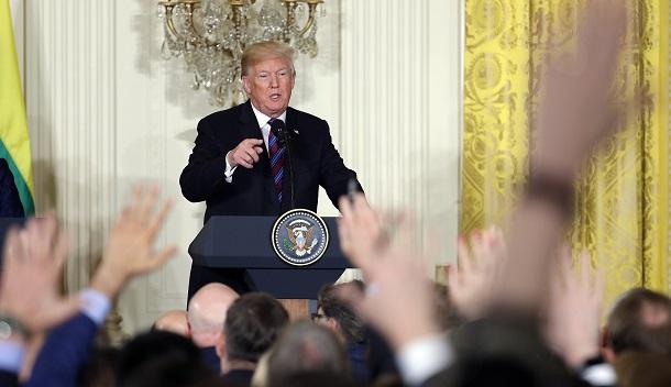 Дональд Трамп запропонував відбирати акредитацію в Білий дім у журналістів