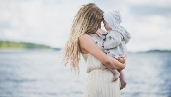 Материнство: про що мовчать українські ЗМІ?
