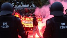 Прем'єр Саксонії звинуватив у розпалюванні насильства онлайн-фейки