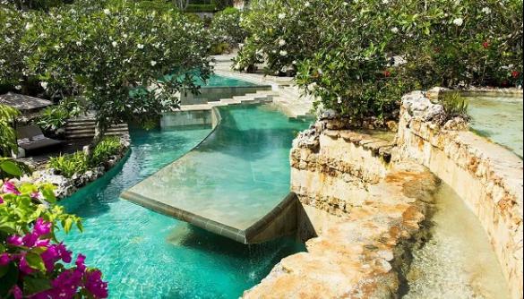 На Балі готель заборонив гостям використовувати гаджети біля басейну