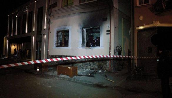 (ДОПОВНЕНО) Німецький журналіст підозрюється в замовленні підпалу Товариства угорської культури в Ужгороді