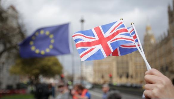 Третина британців уникає новин через розчарування Брекзитом — опитування