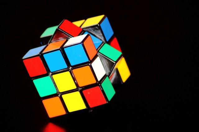Нейромережа навчилася збирати кубик Рубіка за 1 секунду