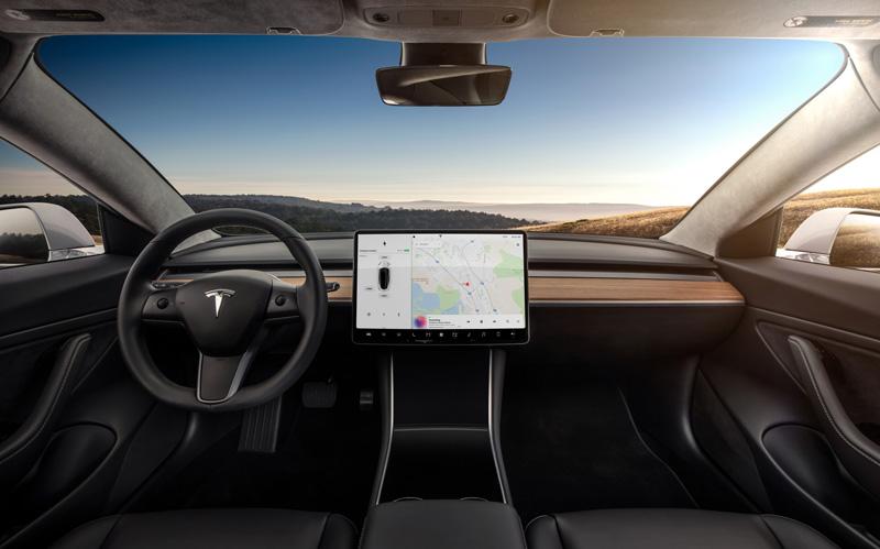В електрокарах «Тесла» з'являться вбудовані додатки Ютуб і Нетфлікс