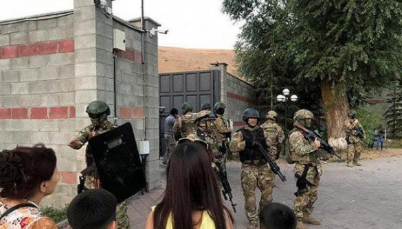 У місці штурму резиденції експрезидента Киргизстану блокували зв'язок — ЗМІ