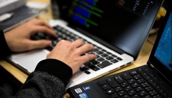 Звинувачений у кібератаках українець визнав себе винним — США