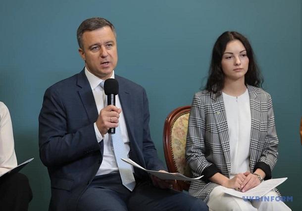 Кожна третя дитина в Україні «серйозно сидить в інтернеті» — Микола Кулеба