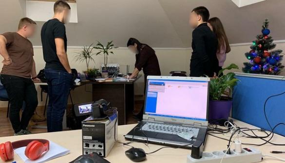Кіберполіція затримала хакерів, які продавали військову інформацію в Росію