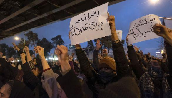 Лайфхак дня: новини про події в Ірані краще читати у Twitter