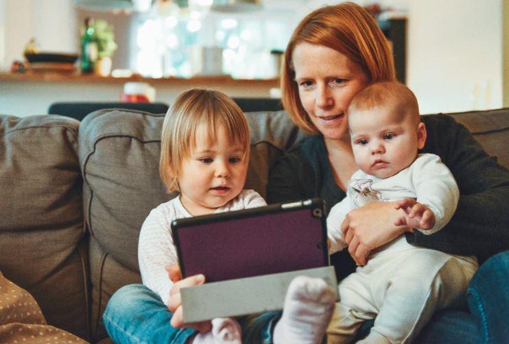 Як розмовляти з дитиною про онлайн-безпеку: 6 порад від Facebook для батьків