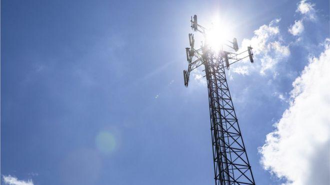 Коронавірус і 5G: через теорію змови у Британії підпалюють вишки мобільного зв'язку (ОНОВЛЕНО)