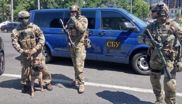 Українець з фейкових акаунтів продавав дані митниці та прикордонної служби — СБУ