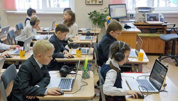 У Міносвіти рекомендують завершити навчальний рік дистанційно