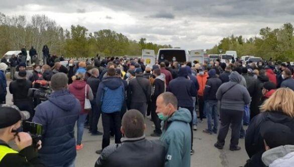 У мережі розкручують фейк про «жадібних українських фермерів», які знищують продукти