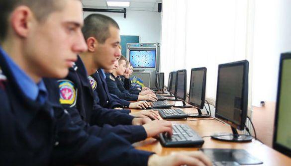 Кіберполіція викрила киянина, який мав доступ до облікових записів користувачів